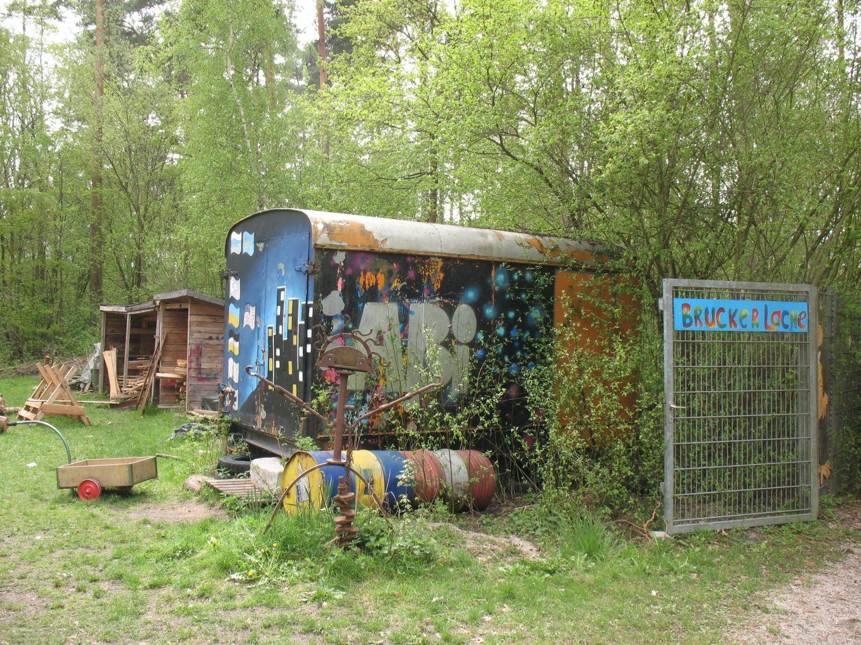 der alte Bauwagen auf dem Gelände