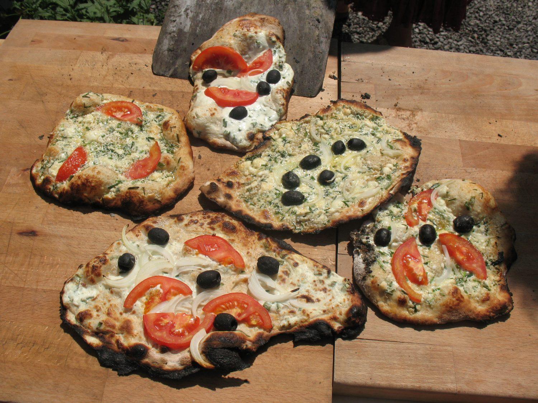 selbstgemachte Pizza aus dem Ofen