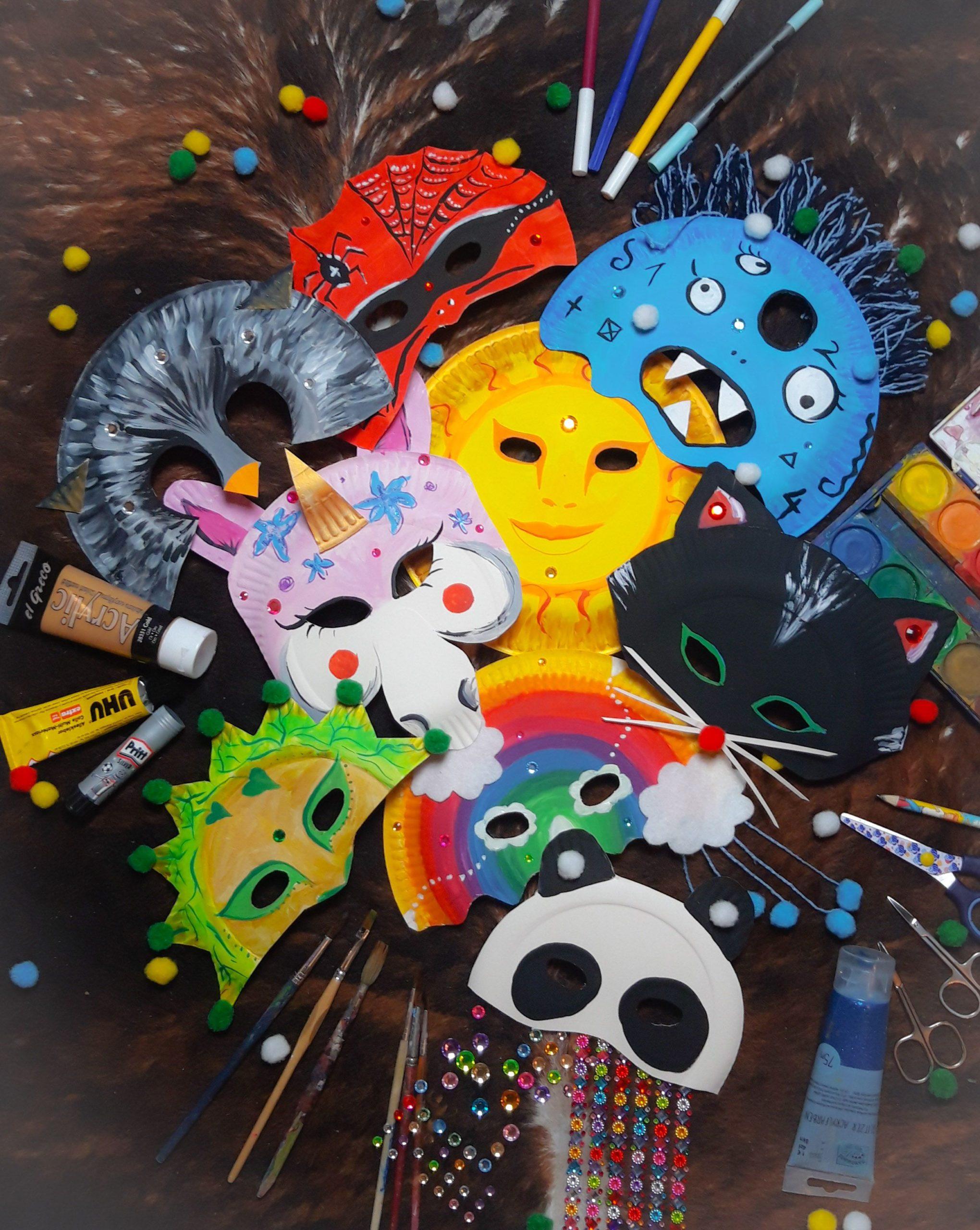 Auswahl an selbstgebastelten Faschingsmasken