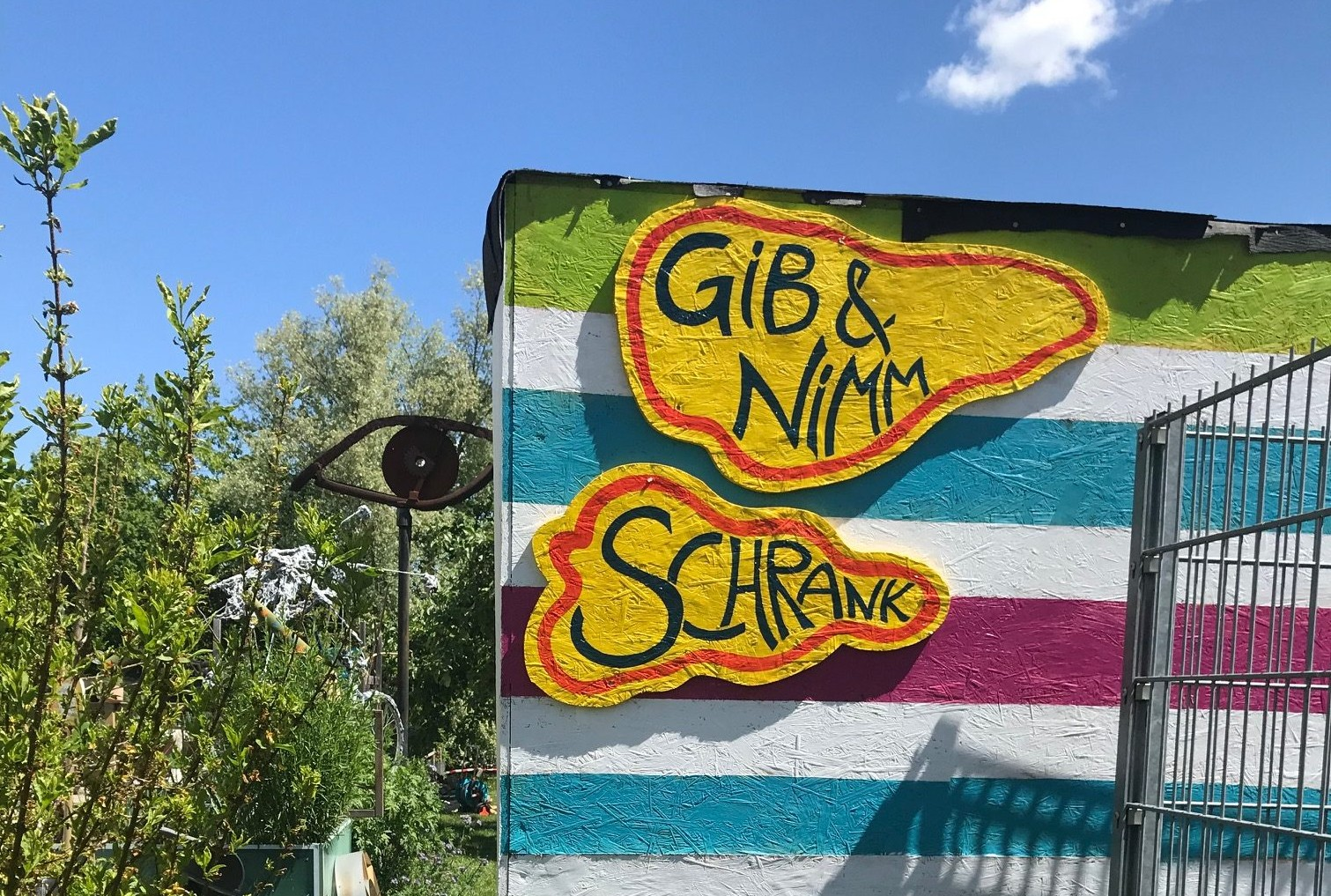 Bild des Gib und Nimm Schranks