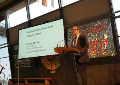 OB Florian Janik begrüßt die BürgerInnen